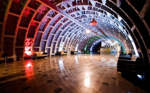 Танцевальный зал в бункере