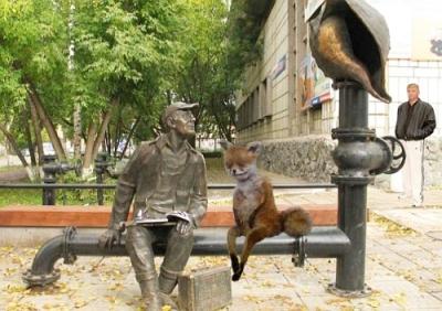 Упоротый лис и памятник