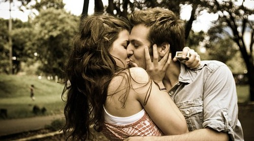 зачем люди целуются с языком