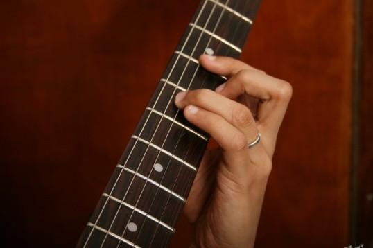 научиться играть на гитаре самостоятельно