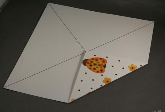 коробка с крышкой из бумаги