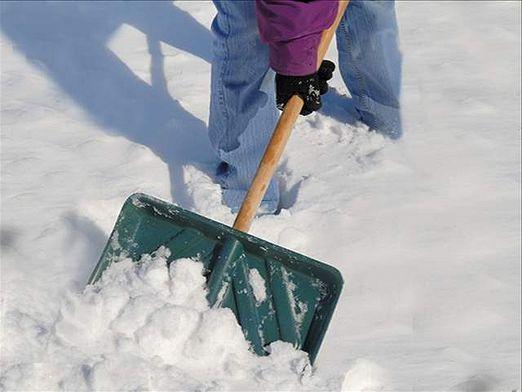 как чистить снег