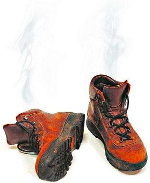 Как избавится от запаха в обуви?