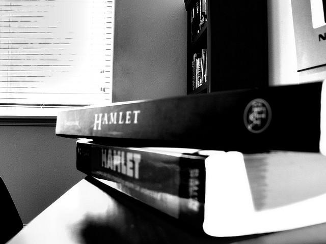 Количество актов в Гамлете?