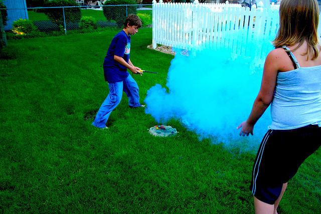 Как самостоятельно сделать дымовую шашку?