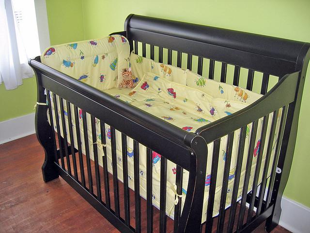 Какую детскую кроватку приобрести?