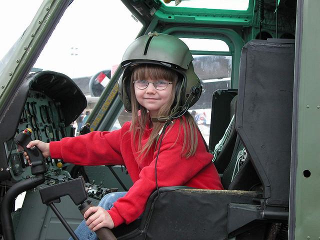 Чем развлечь ребенка в самолете?