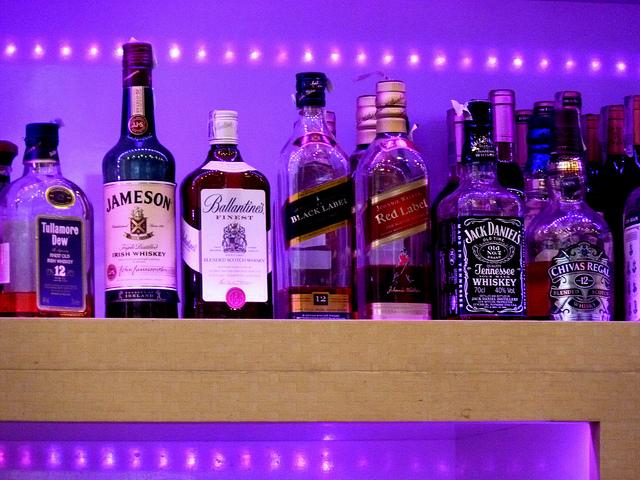Сколько держится спирт в крови человека?
