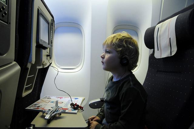 Как лететь ребенку в самолету без родителей